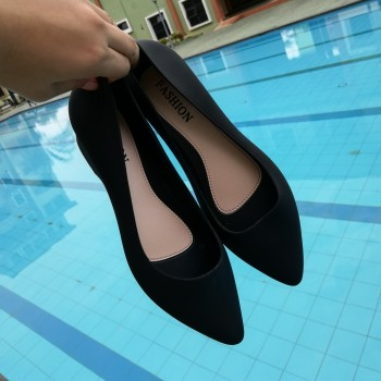 CLEARANCE - WOMEN JELLY SHOES (BLACK)