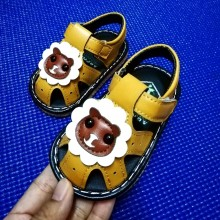 SANDAL WITH SOUND LION (YELLOW)