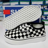 CHECKERED SNEAKERS (WHITE)